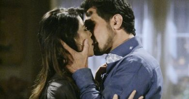 Bill kisses Steffy, Bold and the Beautiful