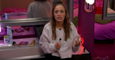 Big Brother 20 - Kaitlyn talks to live feeds