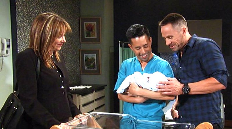 General Hospital - Alexis Davis (Nancy Lee Grahn) - Brad Cooper (Parry Shen) - Julian Jerome (William deVry)