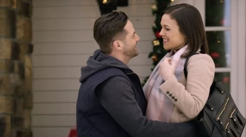 Marrying Father Christmas: Ian McAndrick (Niall Matter) - Miranda Chester (Erin Krakow) - Hallmark