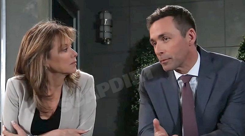 General Hospital: Alexis Davis (Nancy Lee Grahn) - Valentin Cassadine (James Patrick Stuart)