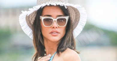 Bold and the Beautiful: Steffy Forrester (Jacqueline MacInnes Wood) - love scenes